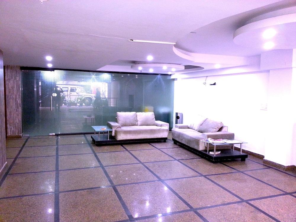호텔 비스타 인(Hotel Vista Inn) Hotel Image 1 - Lobby Sitting Area