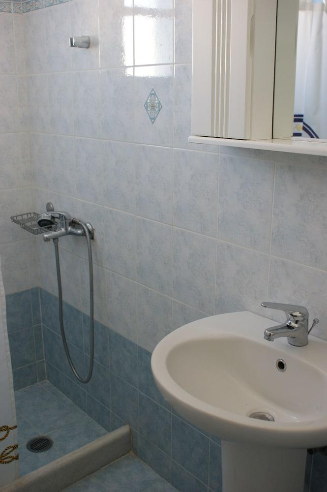 마이크스 스튜디오(Mike's Studios) Hotel Image 28 - Bathroom Sink
