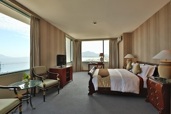 Suite, Balcony