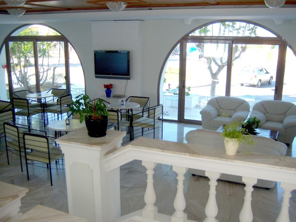 코스 베이 호텔(Kos Bay Hotel) Hotel Image 3 - Lobby Sitting Area