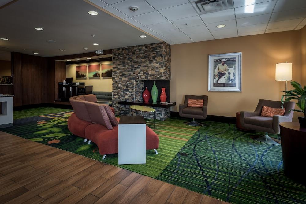 페어필드 인 & 스위트 바이 메리어트 투펠로(Fairfield Inn & Suites by Marriott Tupelo) Hotel Image 1 - Lobby