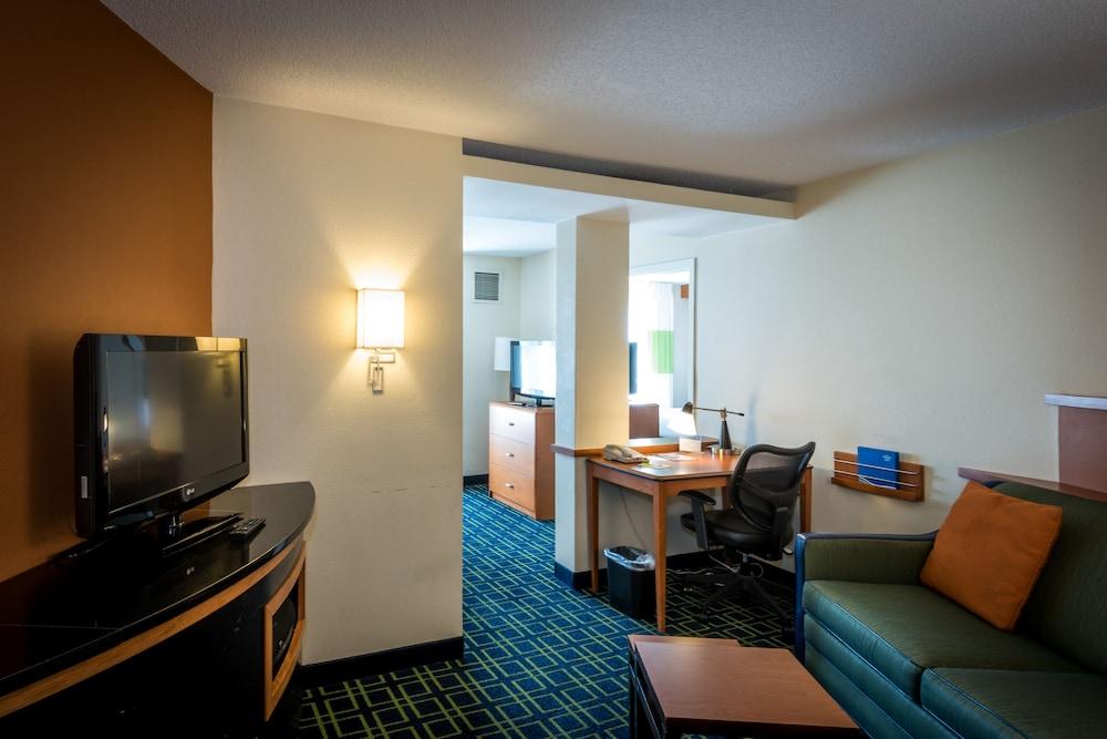 페어필드 인 & 스위트 바이 메리어트 투펠로(Fairfield Inn & Suites by Marriott Tupelo) Hotel Image 7 - Guestroom