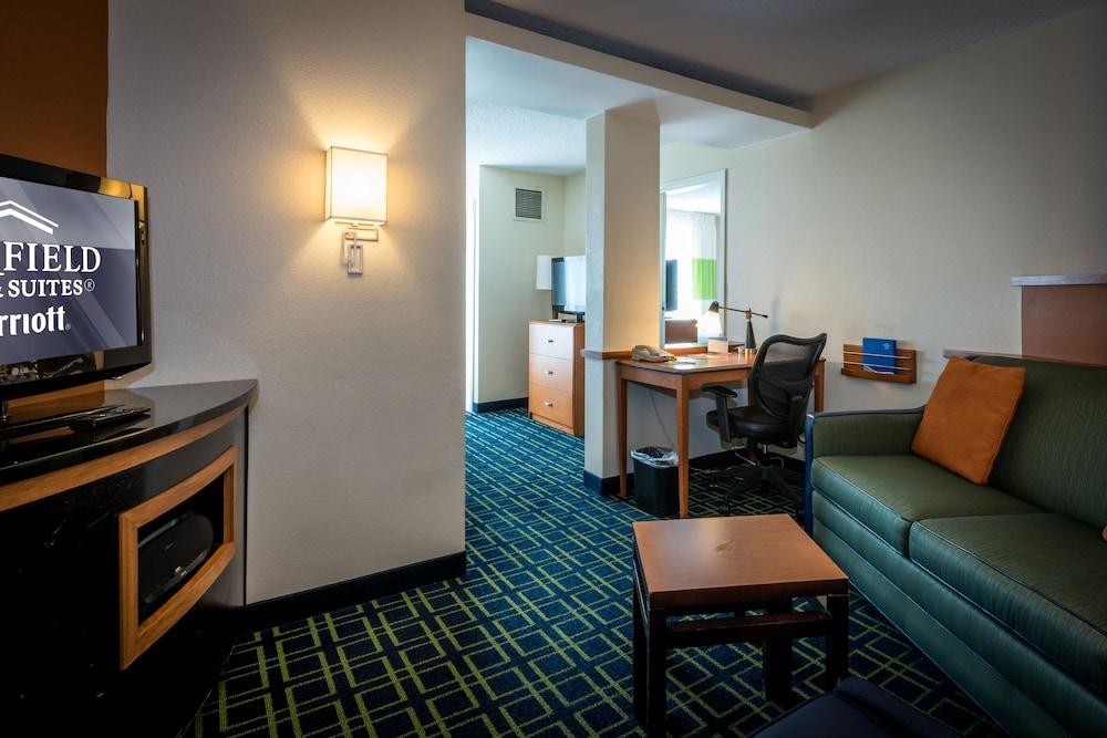 페어필드 인 & 스위트 바이 메리어트 투펠로(Fairfield Inn & Suites by Marriott Tupelo) Hotel Image 8 - Guestroom