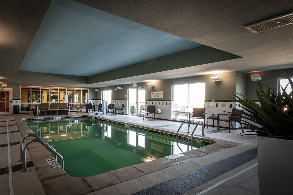 페어필드 인 & 스위트 바이 메리어트 투펠로(Fairfield Inn & Suites by Marriott Tupelo) Hotel Image 3 - Pool