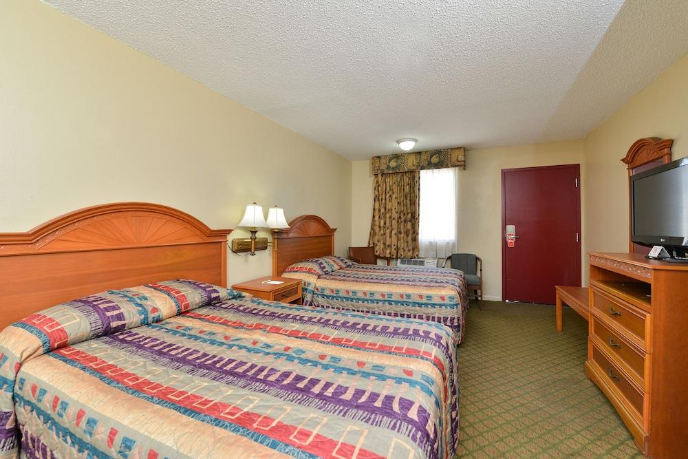 Room, 1 King Bed, Kitchenette