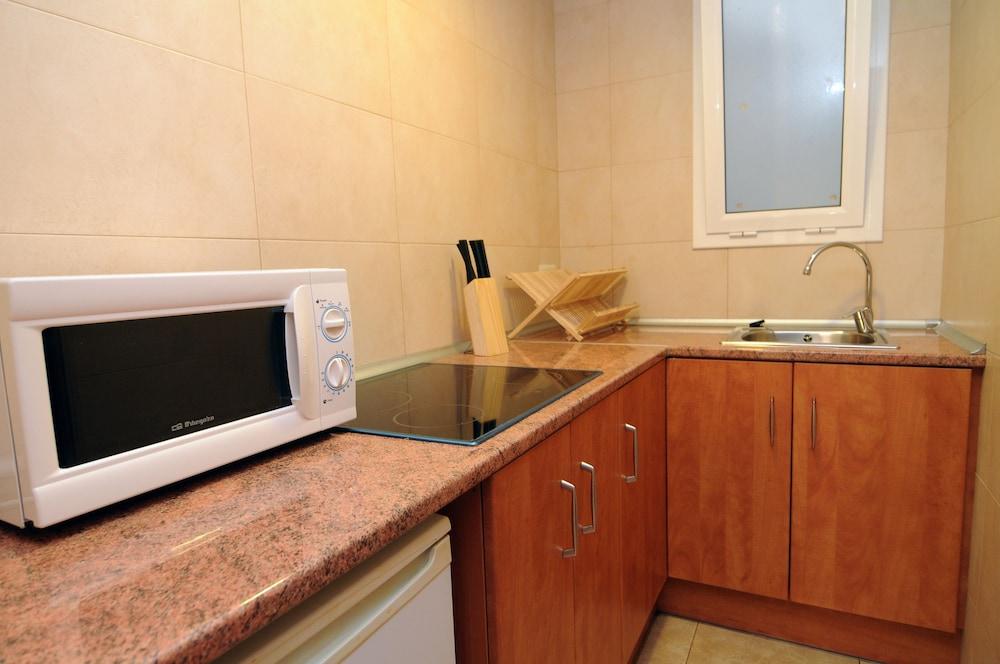 아파르타멘츠 AR 카리베(Apartaments AR Caribe) Hotel Image 5 - In-Room Kitchen
