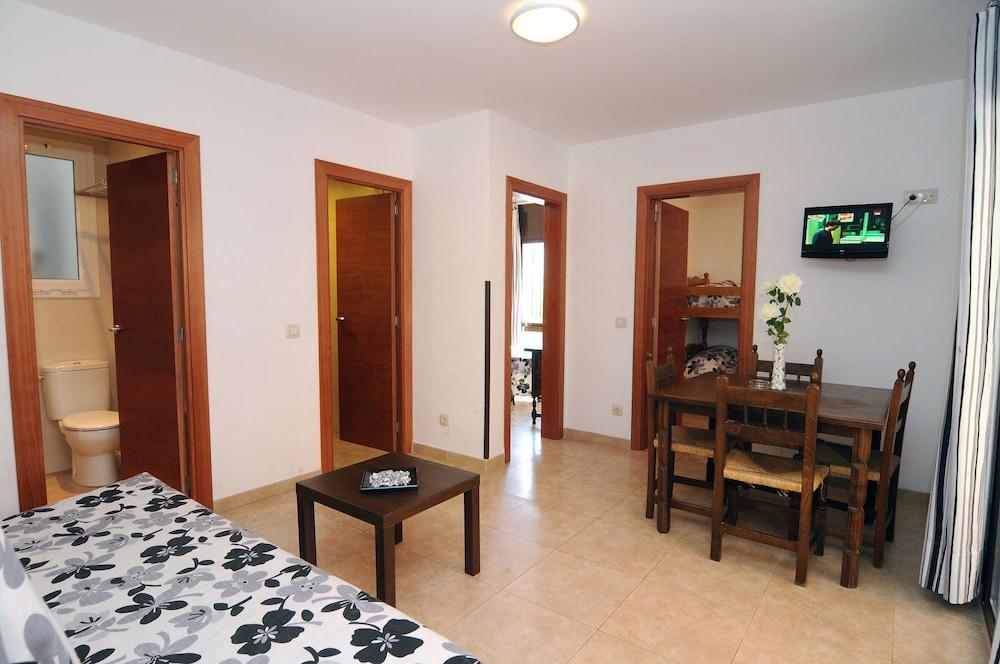 아파르타멘츠 AR 카리베(Apartaments AR Caribe) Hotel Image 7 - Living Area