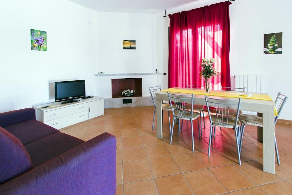 비스타 블루 리조트(Vista Blu Resort) Hotel Image 18 - Living Area