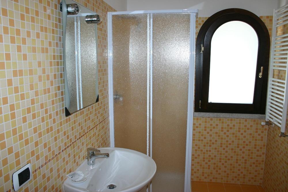 비스타 블루 리조트(Vista Blu Resort) Hotel Image 47 - Bathroom
