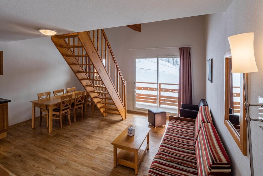레지던스 레 시메 뒤 발 달로(Résidence Les Cimes du Val d'Allos) Hotel Image 15 - Living Room