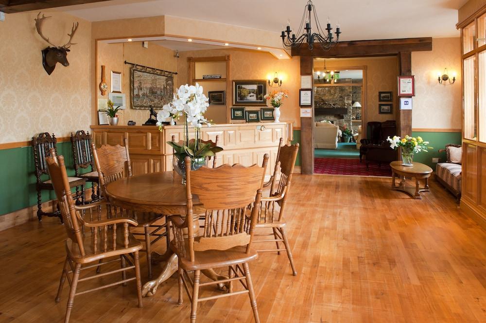 올드 위어 로지(Old Weir Lodge) Hotel Image 2 - Lobby Sitting Area