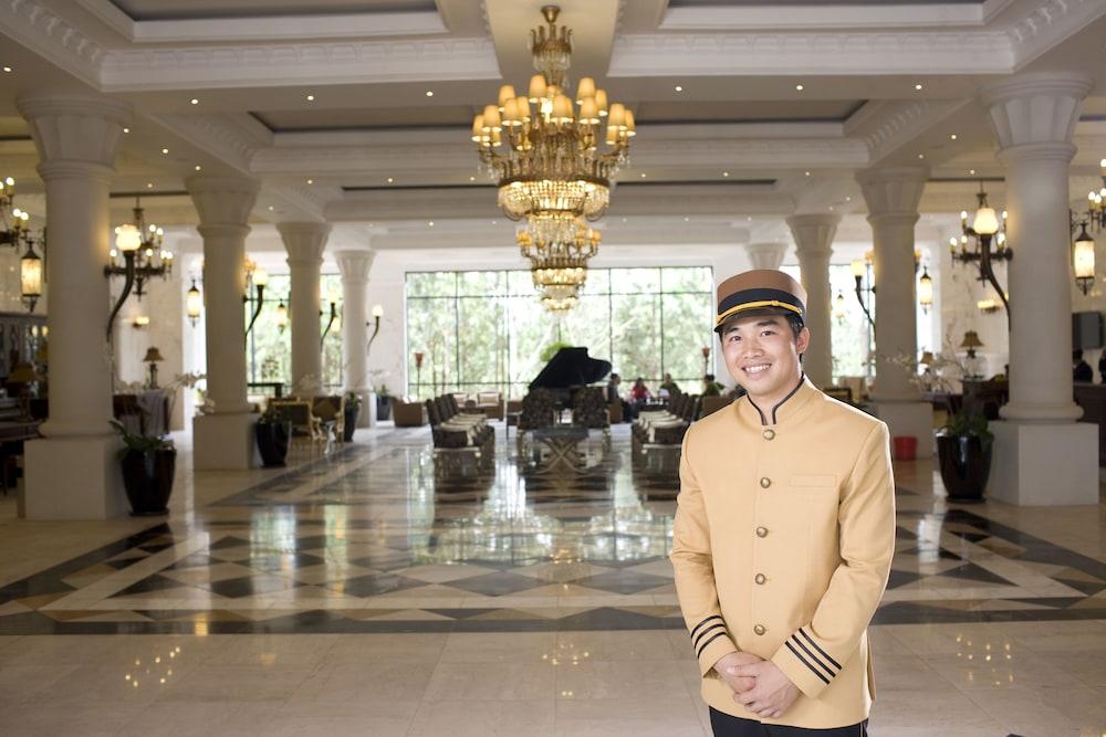 달랏 에덴시 레이크 리조트 & 스파(Dalat Edensee Lake Resort & Spa) Hotel Image 53 - Interior Entrance