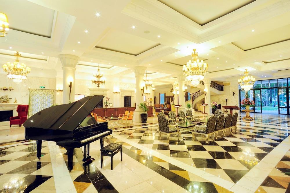 달랏 에덴시 레이크 리조트 & 스파(Dalat Edensee Lake Resort & Spa) Hotel Image 2 - Lobby Sitting Area