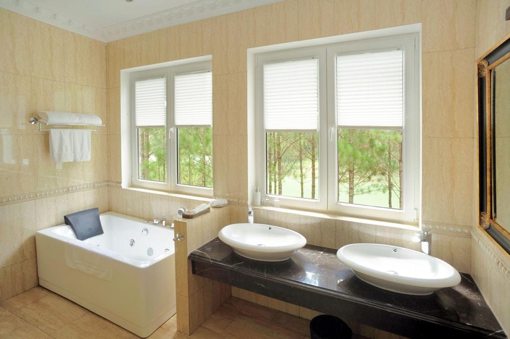 달랏 에덴시 레이크 리조트 & 스파(Dalat Edensee Lake Resort & Spa) Hotel Image 31 - Guestroom View