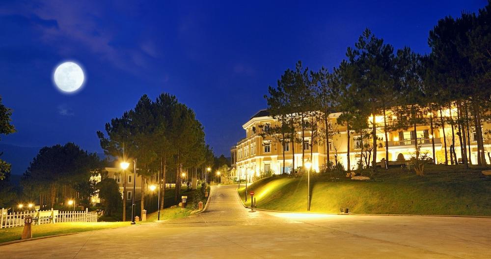 달랏 에덴시 레이크 리조트 & 스파(Dalat Edensee Lake Resort & Spa) Hotel Image 97 - Hotel Front - Evening/Night