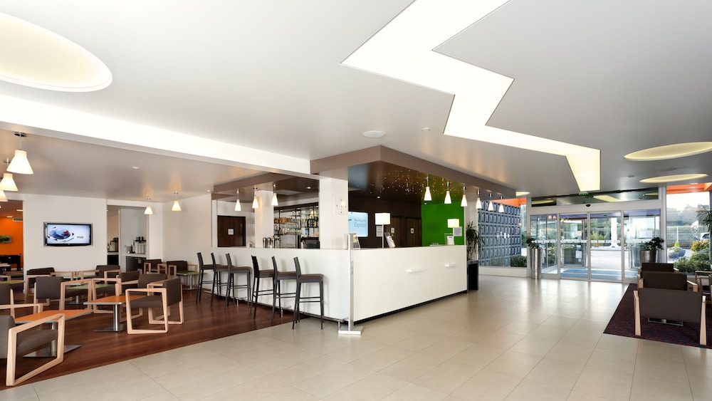 홀리데이 인 익스프레스 스타스부르크-수드(Holiday Inn Express Strasbourg - Sud) Hotel Image 2 - Lobby