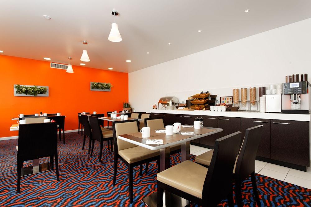 홀리데이 인 익스프레스 스타스부르크-수드(Holiday Inn Express Strasbourg - Sud) Hotel Image 30 - Restaurant