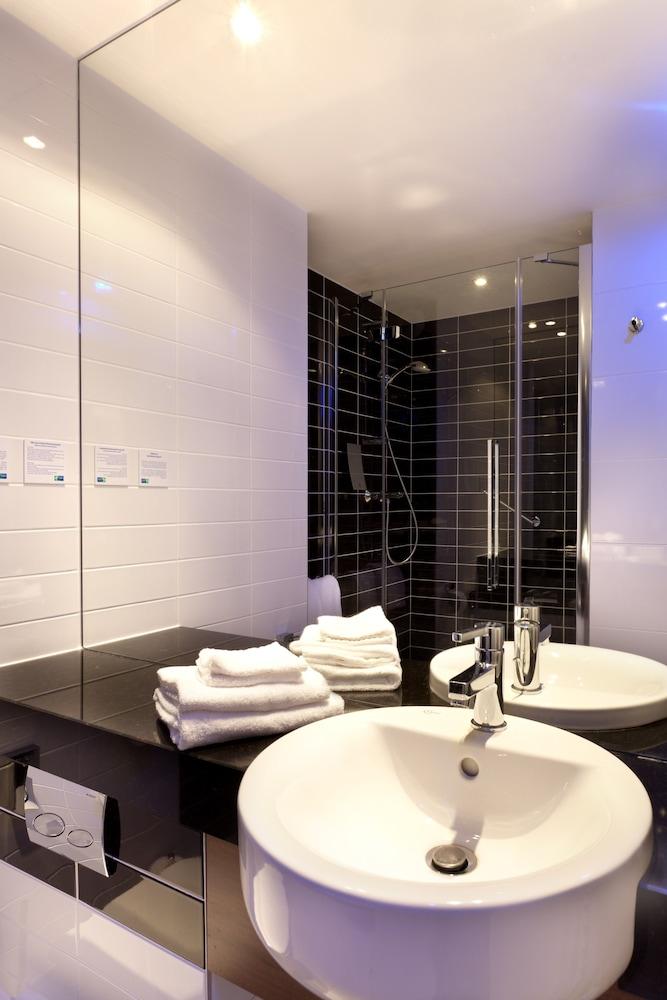 홀리데이 인 익스프레스 스타스부르크-수드(Holiday Inn Express Strasbourg - Sud) Hotel Image 24 - Bathroom Sink