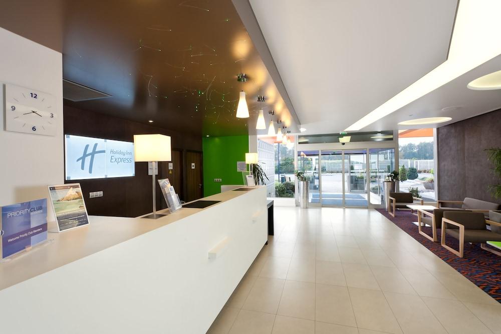 홀리데이 인 익스프레스 스타스부르크-수드(Holiday Inn Express Strasbourg - Sud) Hotel Image 26 - Reception