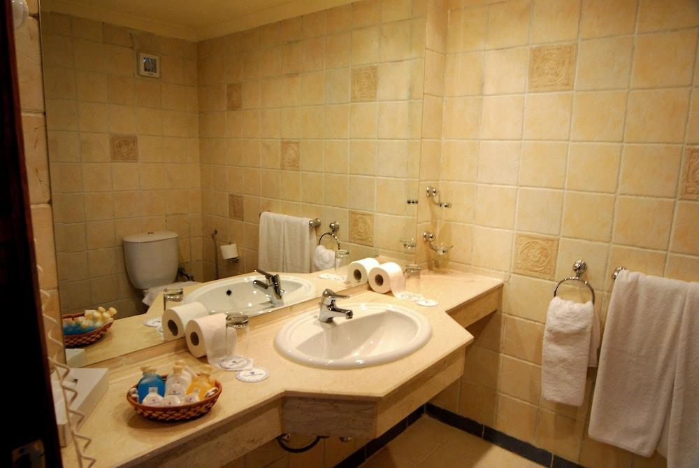 트로피텔 다하브 오아시스 리조트(Tropitel Dahab Oasis Resort) Hotel Image 7 - Bathroom