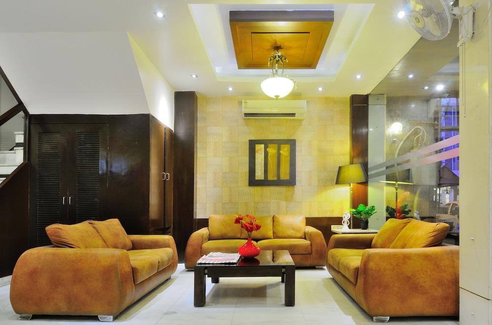 호텔 더 라즈, 뉴 델리(Hotel The Raj, New Delhi) Hotel Image 2 - Lobby Sitting Area