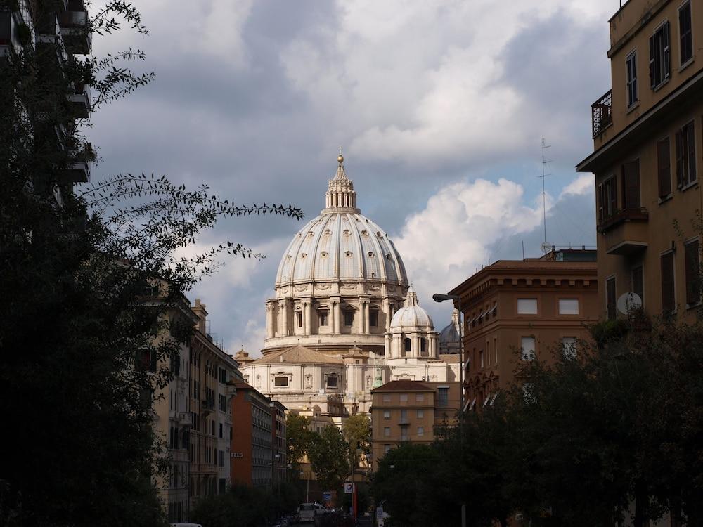콜라지오네 알 바티카노(Colazione Al Vaticano) Hotel Image 1 - View from Hotel