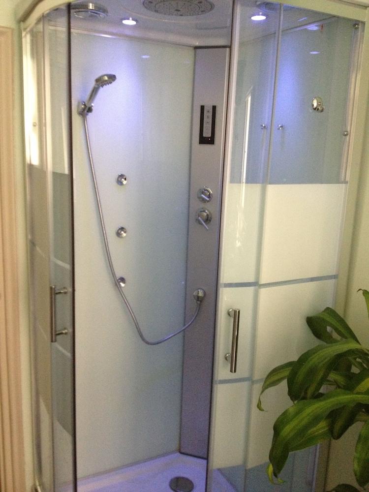 콜라지오네 알 바티카노(Colazione Al Vaticano) Hotel Image 23 - Bathroom