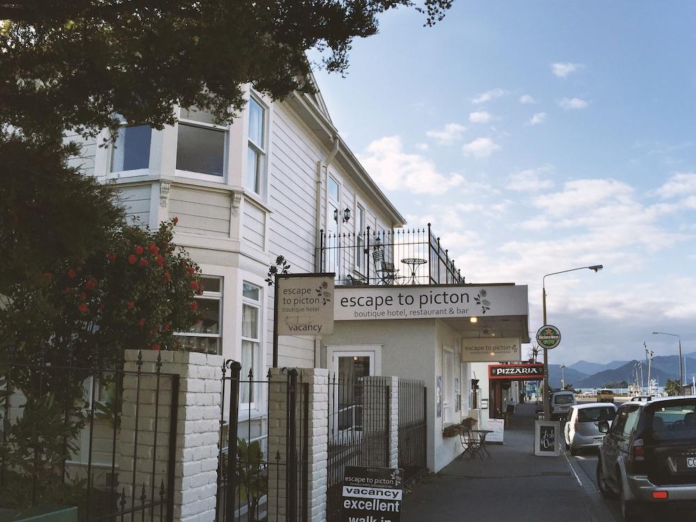 이스케이프 투 픽턴(Escape To Picton) Hotel Image 18 - Hotel Front