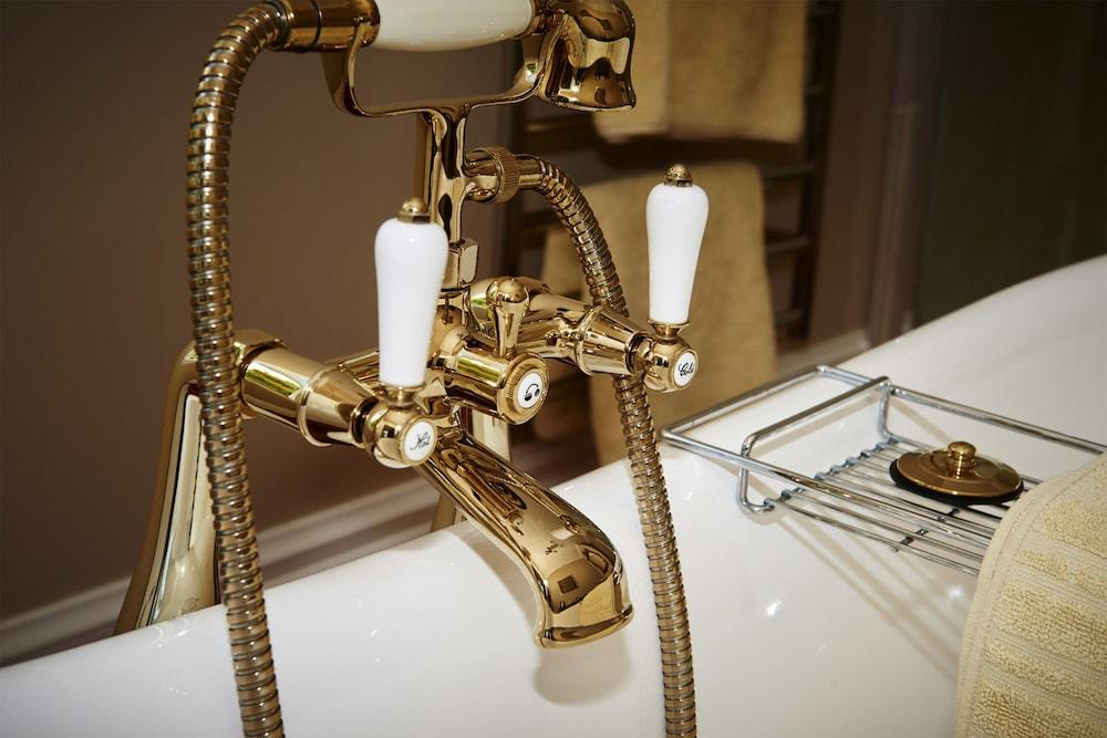 이스케이프 투 픽턴(Escape To Picton) Hotel Image 12 - Deep Soaking Bathtub