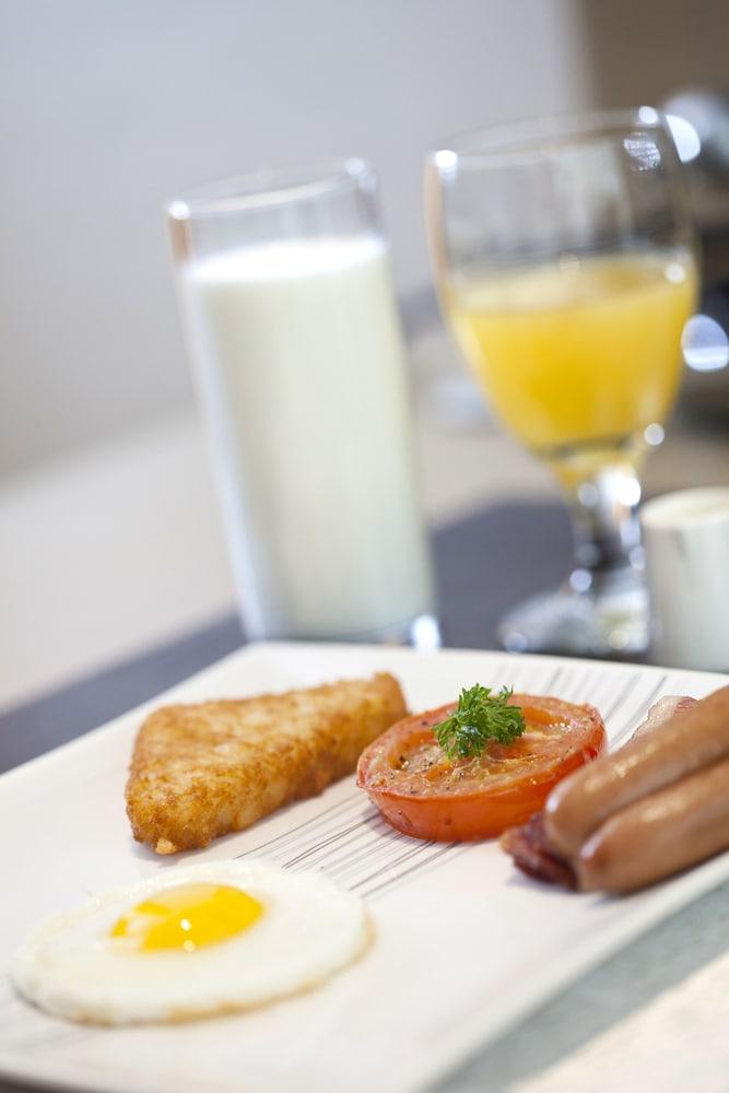그랜드스카이라이트 호텔(Grandskylight Hotel) Hotel Image 44 - Breakfast buffet
