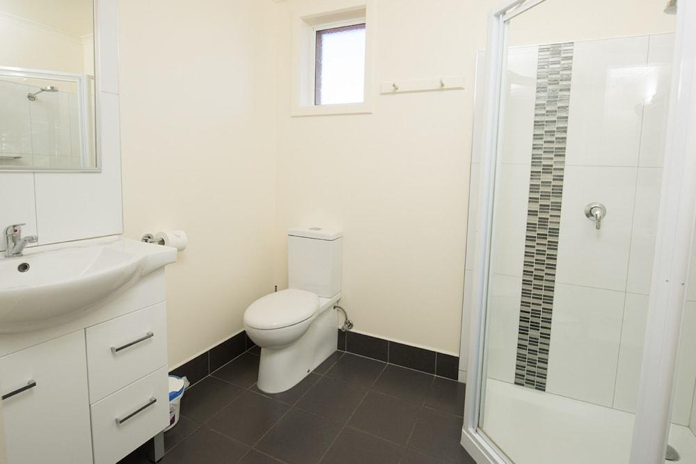 그레이엄 아파트먼츠(Graham Apartments) Hotel Image 33 - Bathroom