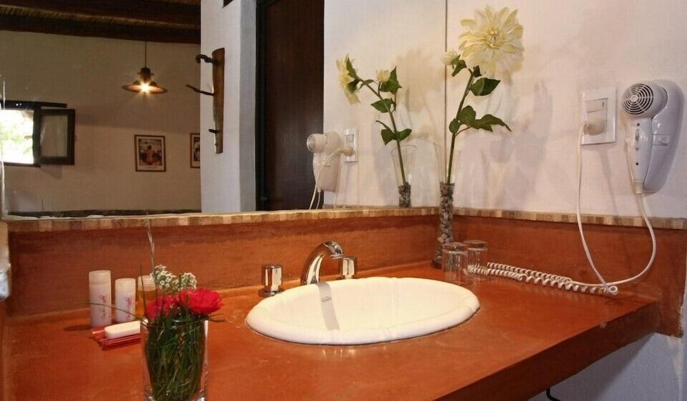 포사다 콘 로스 앙헬레스(Posada Con Los Angeles) Hotel Image 34 - Bathroom Sink