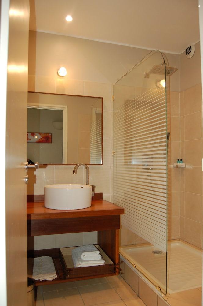 라 레지던스 뒤 로바(La Residence du Rova) Hotel Image 10 - Bathroom