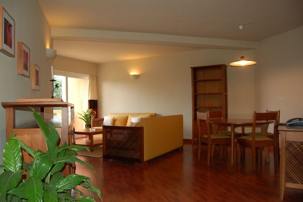 라 레지던스 뒤 로바(La Residence du Rova) Hotel Image 6 - Living Room