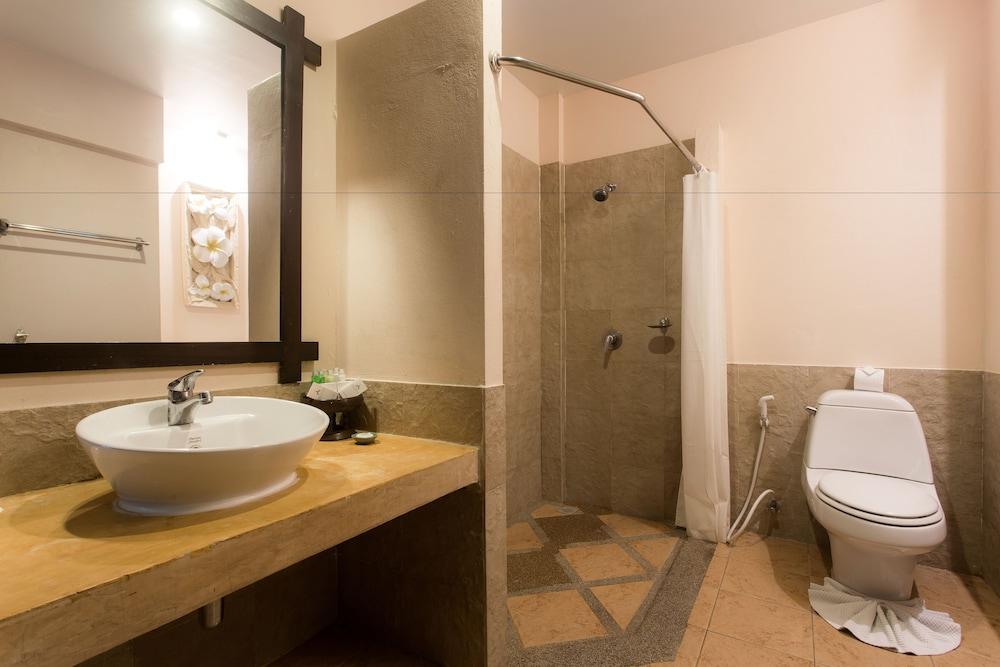 반 차웽 비치 리조트 & 스파(Baan Chaweng Beach Resort & Spa) Hotel Image 42 - Bathroom