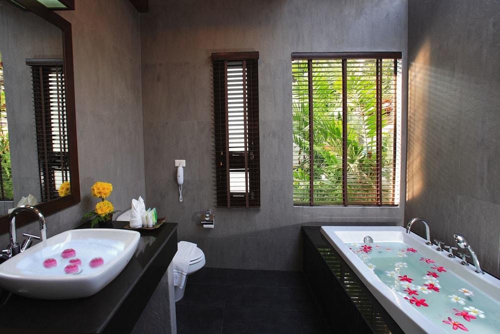 반 차웽 비치 리조트 & 스파(Baan Chaweng Beach Resort & Spa) Hotel Image 35 - Bathroom