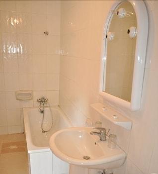 바달라 파크 호텔(Badala Park Hotel) Hotel Image 10 - Bathroom