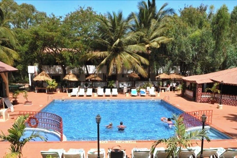 바달라 파크 호텔(Badala Park Hotel) Hotel Image 12 - Outdoor Pool