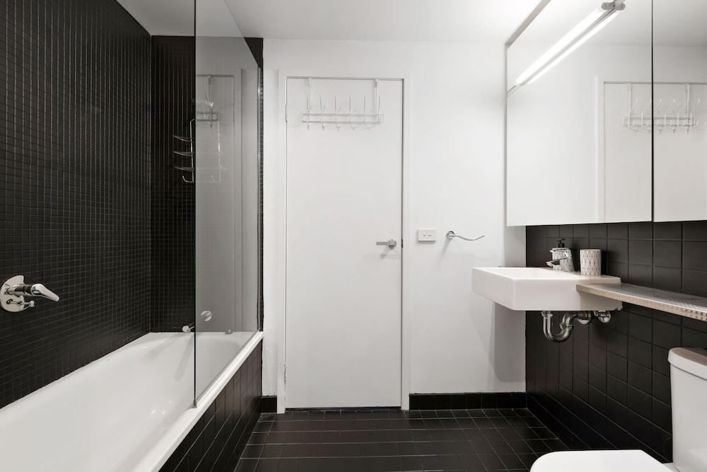 도크랜즈 이그제큐티브 아파트먼츠(Docklands Executive Apartments) Hotel Image 56 - Bathroom