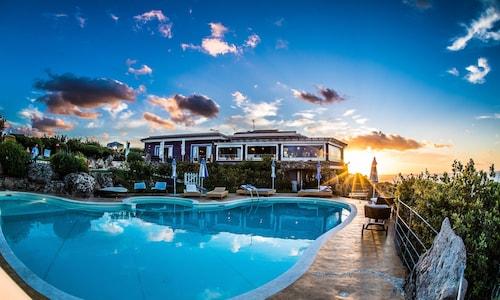 . Bajaloglia Resort
