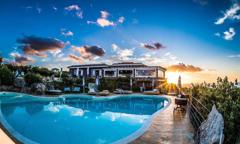 바자로그리아 리조트(Bajaloglia Resort) Hotel Image 42 - Outdoor Pool