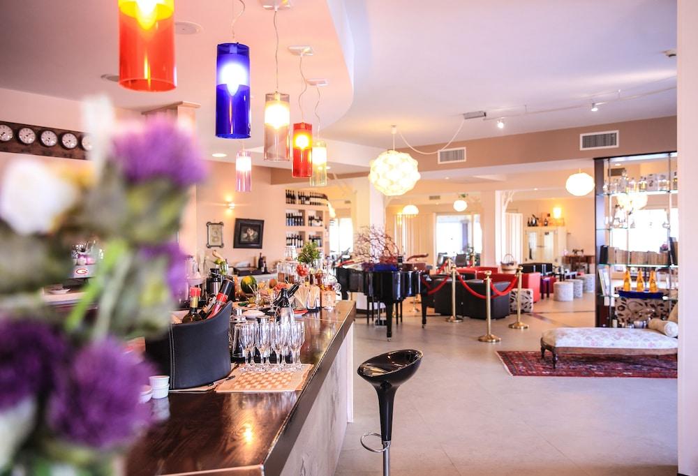 바자로그리아 리조트(Bajaloglia Resort) Hotel Image 53 - Hotel Bar