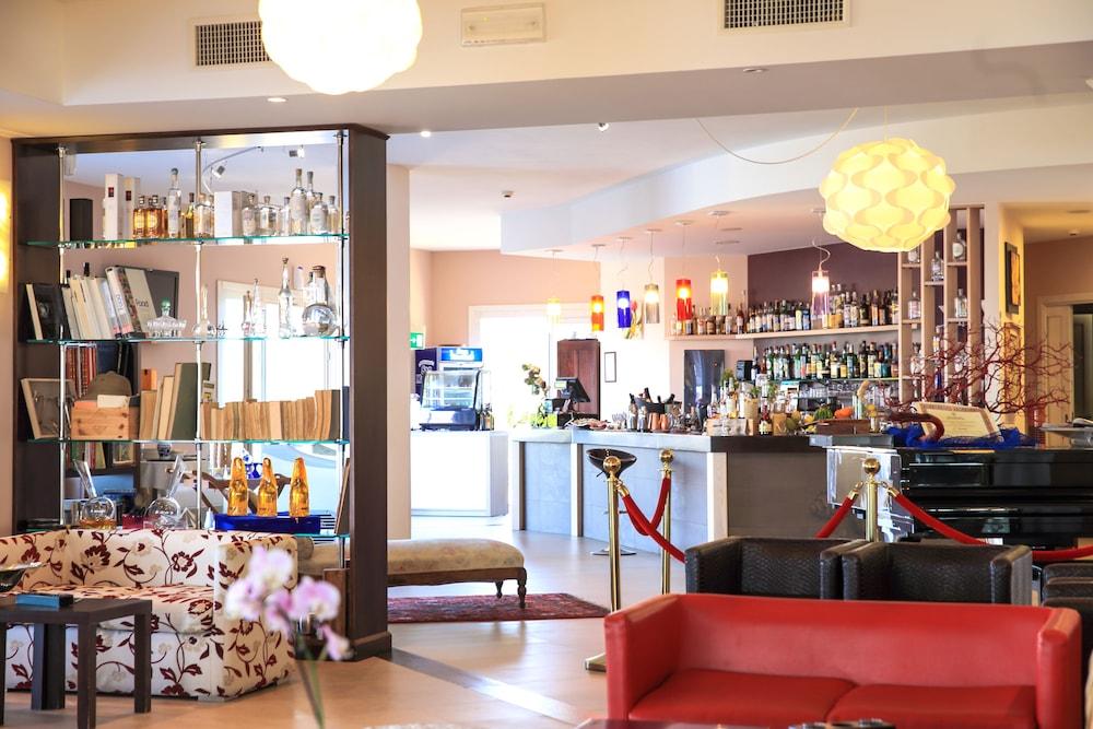 바자로그리아 리조트(Bajaloglia Resort) Hotel Image 36 - Lobby Lounge