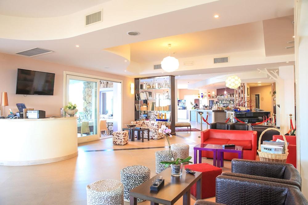 바자로그리아 리조트(Bajaloglia Resort) Hotel Image 1 - Lobby Sitting Area