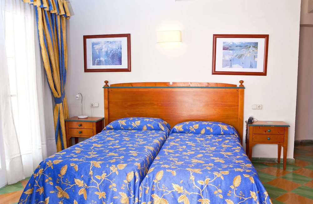 호텔 플라야 솔(Hotel Playa Sol) Hotel Image 4 - Guestroom