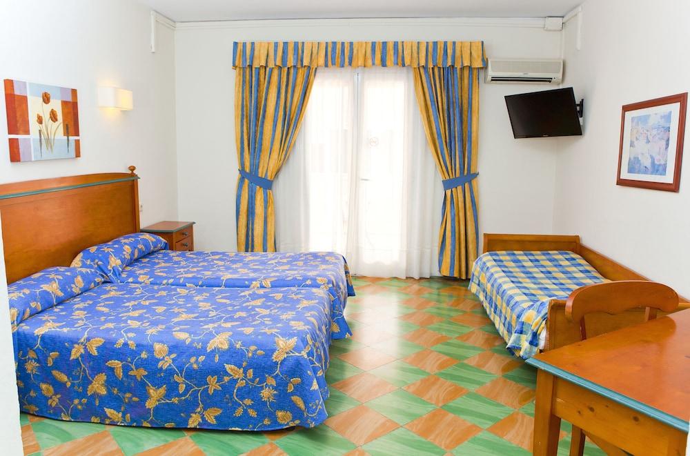 호텔 플라야 솔(Hotel Playa Sol) Hotel Image 3 - Guestroom