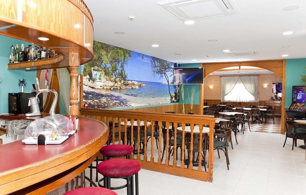 호텔 플라야 솔(Hotel Playa Sol) Hotel Image 10 - Hotel Bar
