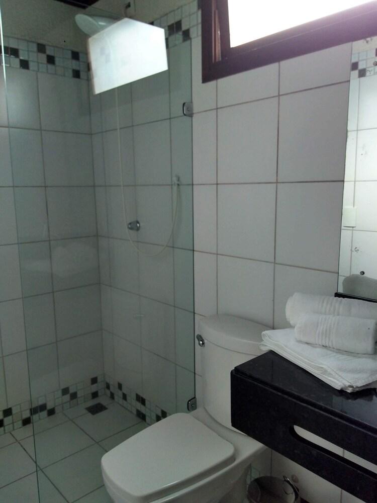 https://i.travelapi.com/hotels/5000000/4500000/4496300/4496273/ba76c9c6_z.jpg