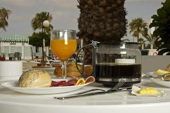 아파르타멘토스 솔(Apartamentos Sol) Hotel Image 16 - Food and Drink