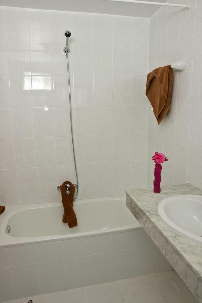아파르타멘토스 솔(Apartamentos Sol) Hotel Image 19 - Bathroom
